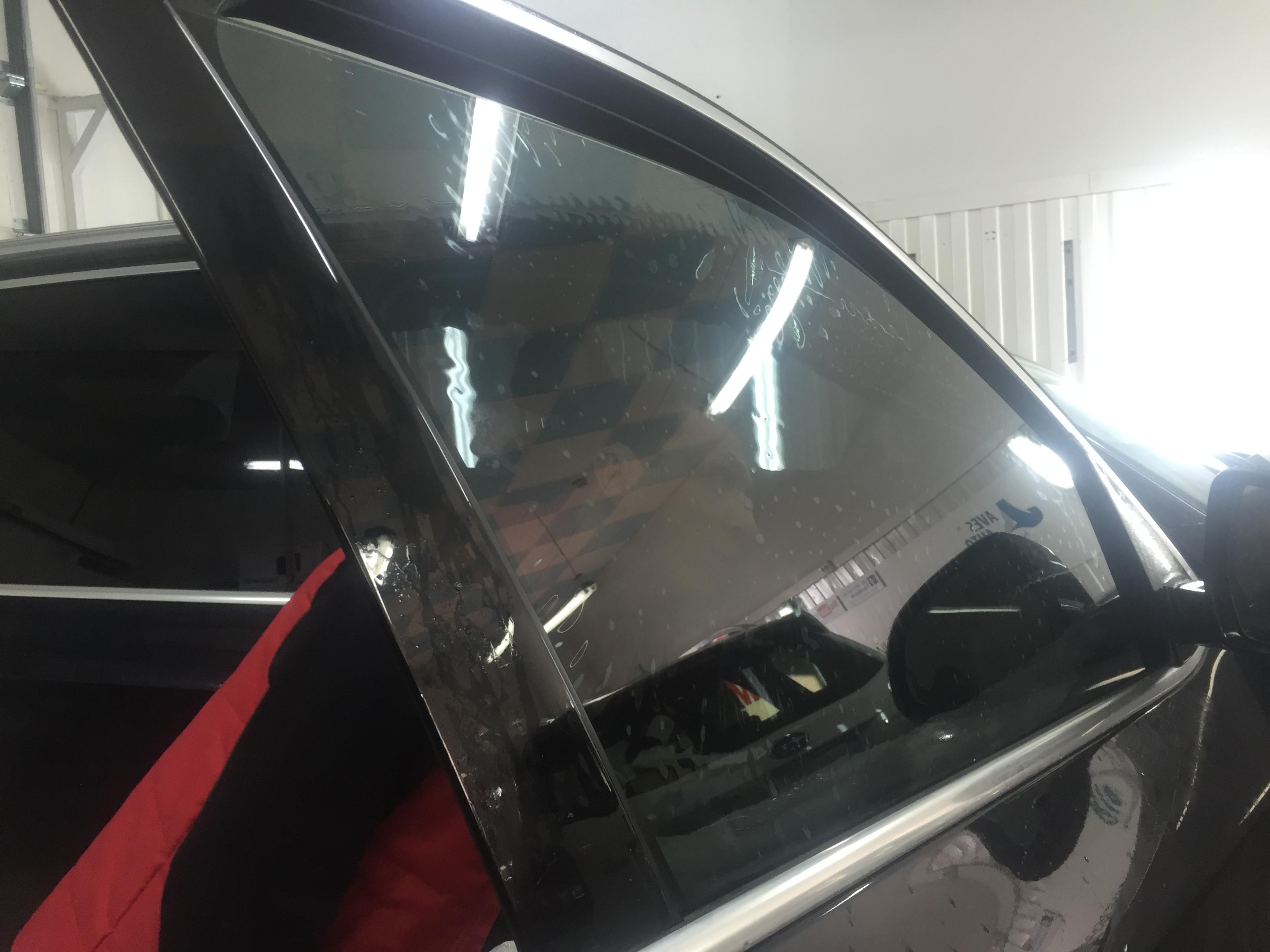 Как делается шелкография на стеклах авто и зачем это нужно